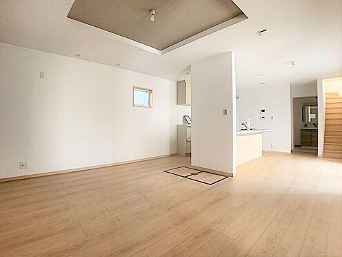 中古一戸建て-名古屋市守山区鳥羽見3丁目 リビングから洗面所や2階に行ける為、ご家族が自然にリビングに揃う団欒の空間です。