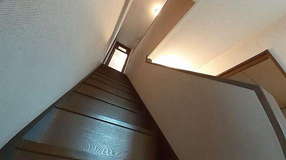 中古一戸建て-東松山市山崎町 1階から上がる階段