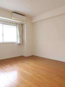中古マンション-横浜市瀬谷区五貫目町 主寝室は約8帖とゆったりとした空間。ウォークインクローゼットもございます