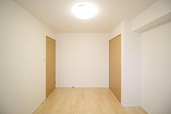 中古マンション-八王子市別所1丁目 土の居室もいっぱいに採光を取り込みます。