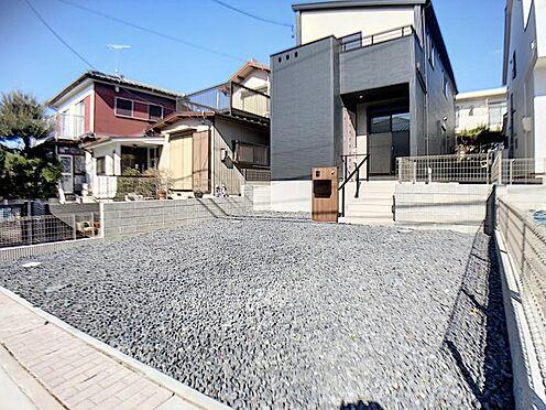新築一戸建て-名古屋市名東区大針2丁目 完成時の駐車場は砕石仕上げとなっておりますが無料でコンクリート打ちをさせて頂きます。