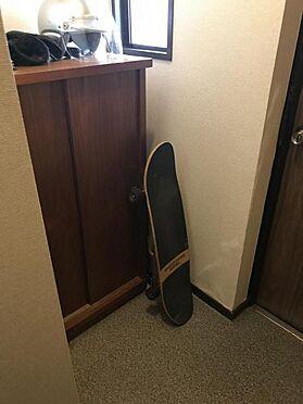 中古マンション-名古屋市中区栄3丁目 玄関横にシューズボックスがついているので、片付いた玄関がキープできます
