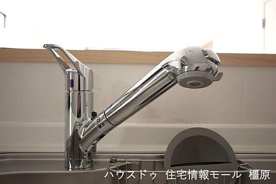 戸建賃貸-磯城郡田原本町大字阪手 水栓一体型の浄水器を設置。場所を取らずにきれいな水がいつでも利用できます(同仕様)