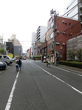 店舗事務所(建物一部)-台東区千束4丁目 前面道路の写真です。住宅が多く落ち着いた印象があります。