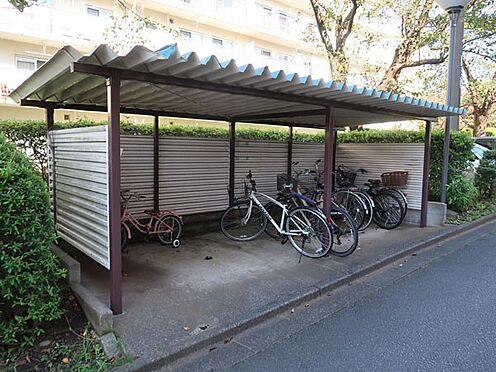 中古マンション-多摩市永山3丁目 自転車置場。