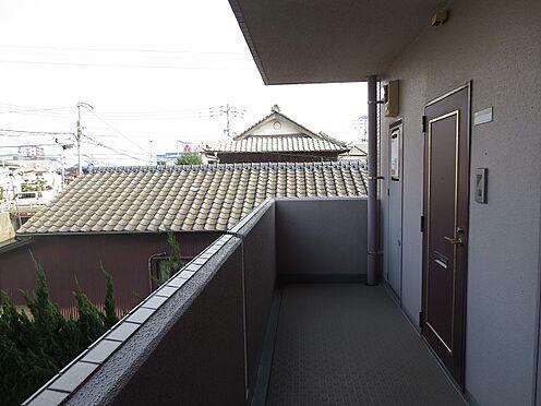 マンション(建物一部)-北九州市八幡西区中須2丁目 本物件の玄関前です。