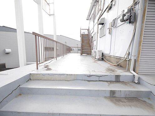 店舗・事務所・その他-北九州市小倉北区霧ケ丘3丁目 3階建ての建物で、大通りからは2階3階へ入る事が出来ます。