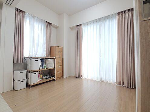 区分マンション-新宿区西新宿8丁目 洋室(約4.8帖) 家具、備品は販売価格に含まれません。