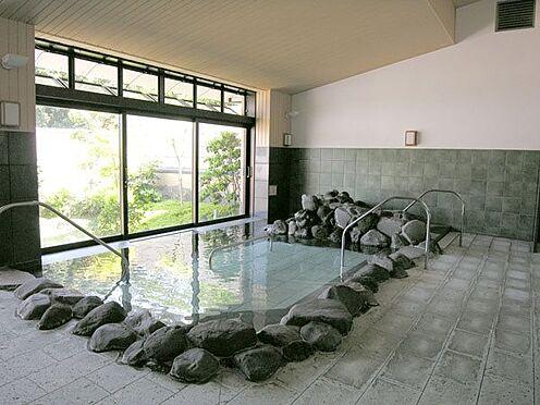 中古マンション-伊東市八幡野 〔温泉大浴場〕岩風呂となっています。
