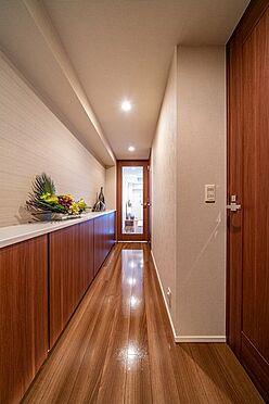 中古マンション-千代田区外神田2丁目 壁面収納のある廊下