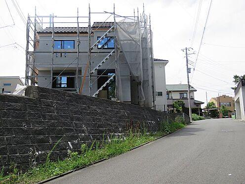 新築一戸建て-町田市小山町 東側の道路から1号棟を望む