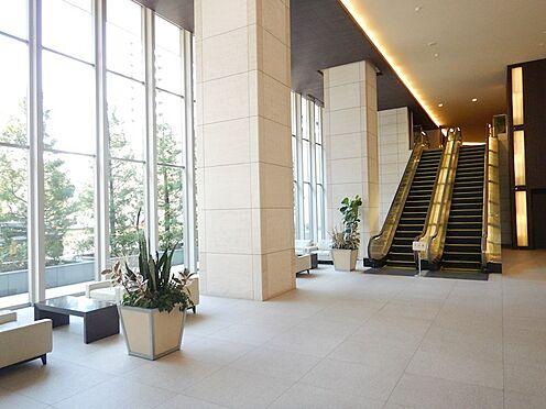 中古マンション-江東区豊洲3丁目 グランドロビー:こちらで打ち合わせや、待ち合わせを行っている方も見受けられます。