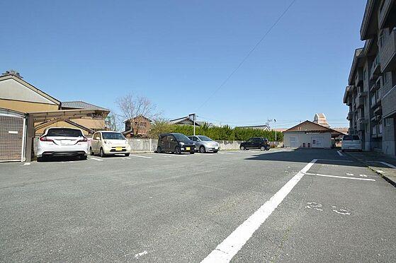 マンション(建物全部)-松阪市駅部田町 460坪超の広々とした敷地。戸数分以上の駐車スペース有。