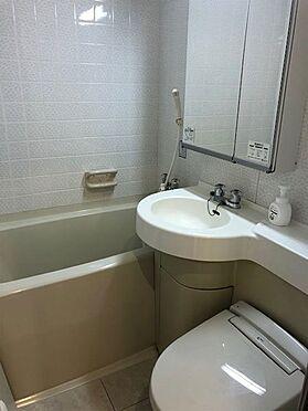 中古マンション-伊東市荻 【浴室】トイレは水流音発生器付ウォシュレット