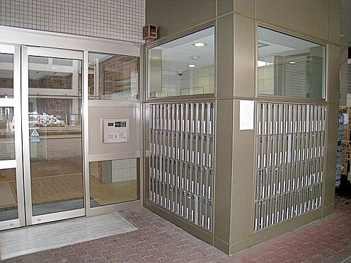 マンション(建物一部)-大阪市淀川区西宮原3丁目 エントランスにはメールボックスの他、オートロックもあります。