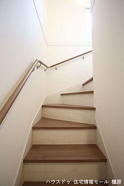 戸建賃貸-磯城郡田原本町大字阪手 階段は手すり付き。お子様やお年寄りでも安心です。