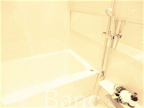 中古マンション-世田谷区経堂5丁目 追炊き浴室換気乾燥機能付きシステムユニットバス。花粉の時期や梅雨時は浴室乾燥があると助かりますね。