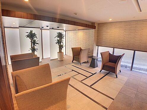 中古マンション-名古屋市緑区鳴子町2丁目 エントランスを入ると開放的なロビーがあります。
