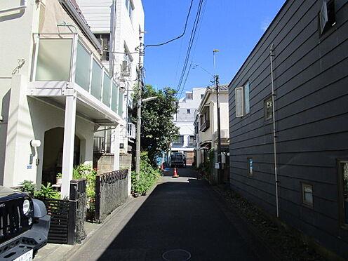 アパート-新宿区富久町 前面道路(北側)