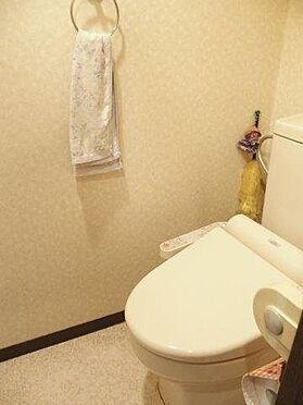 中古マンション-八王子市堀之内2丁目 トイレは快適な温水洗浄便座付です。