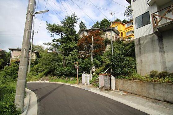 中古一戸建て-伊豆の国市奈古谷 小松ケ原別荘地に佇む邸宅。富士山を眺めるため主に北傾斜の土地が特徴。