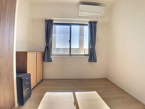 中古マンション-名古屋市緑区鳴子町2丁目 採光も取れる4.5畳の洋室は豊富な収納も完備しており快適な空間づくりがされています。