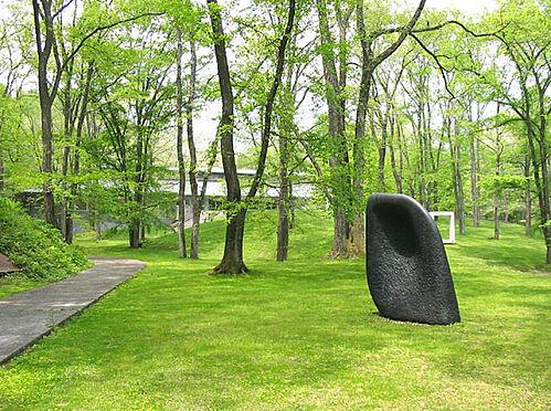 土地-北佐久郡軽井沢町大字長倉 軽井沢の大自然の中で芸術に触れるのも良いですね。セゾン美術館から3.1キロ。