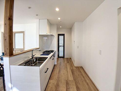 新築一戸建て-名古屋市守山区小幡北 キッチン横には、奥様に嬉しい勝手口がございます。