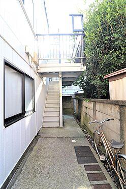 アパート-練馬区桜台4丁目 2階、3階への階段部分。