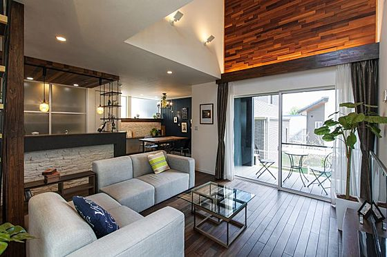 中古一戸建て-豊田市大林町10丁目 吹抜けで2階とつながる21.9帖のリビング。どこにいても家族の気配を感じられます。