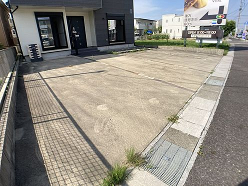 戸建賃貸-一宮市伝法寺3丁目 前面道路に面した駐車場ですので、駐車も楽に出来ます。