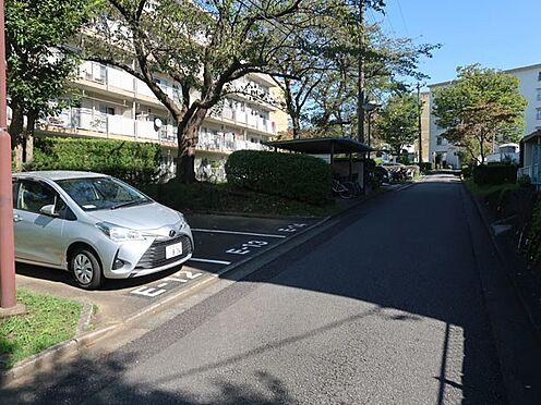 中古マンション-多摩市永山3丁目 駐車場は平置きタイプ