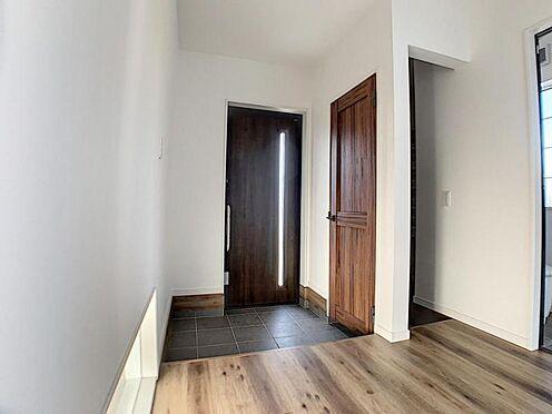 新築一戸建て-名古屋市守山区小幡北 収納が隠せてスッキリとした玄関