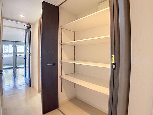 中古マンション-春日井市鳥居松町1丁目 廊下部分にも収納があり荷物の多いご家庭も安心です!
