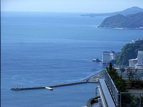 中古マンション-熱海市伊豆山 熱海港の防波堤が見えます。花火も綺麗に見えることでしょう。(ズームで撮影)