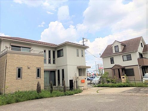 中古一戸建て-安城市桜井町貝戸尻 駐車スペースが多いと来客時にも便利です!