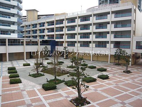 中古マンション-横浜市神奈川区栄町 広い中庭が安心スペース