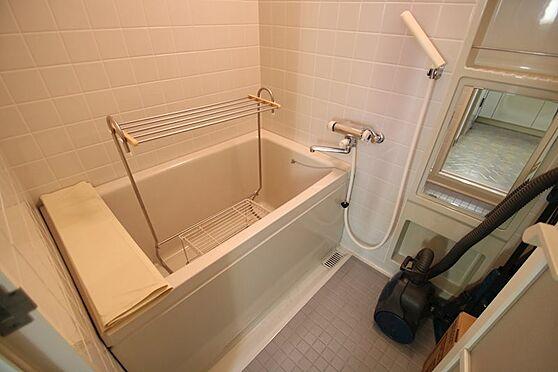 中古マンション-熱海市林ガ丘町 お風呂はあまり利用されていなかったのか、現在物置に使われています。
