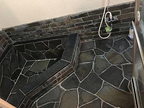 中古一戸建て-田方郡函南町平井 温泉引込済みの浴場。