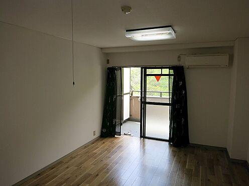 中古マンション-熱海市西熱海町2丁目 西日が差し込む明るい部屋。