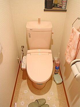 中古マンション-伊東市八幡野 〔トイレ〕保温・洗浄機能付きのトイレとなっています。