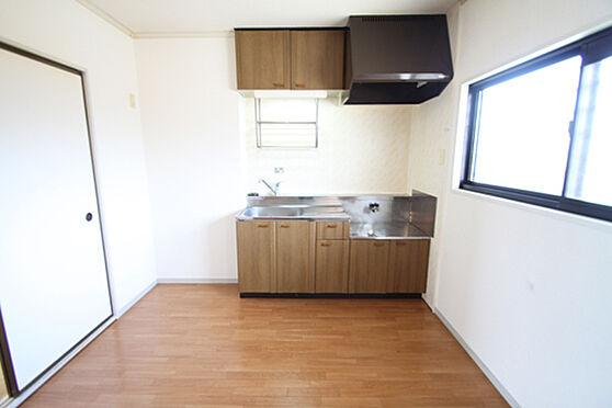 アパート-土浦市湖北1丁目 キッチンにも窓があるので風通し良好。