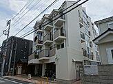 閑静な住宅街に建つ低層型マンション