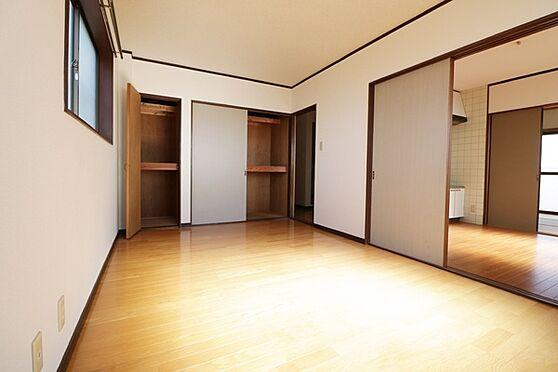 マンション(建物全部)-浜松市中区和合北4丁目 3階部分、西側洋室7.5帖。収納が2つあります。