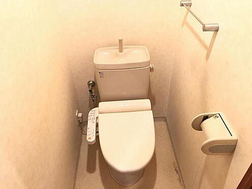 区分マンション-名古屋市西区笹塚町1丁目 節水型でエコなトイレには、今では当たり前のウォシュレット付き。