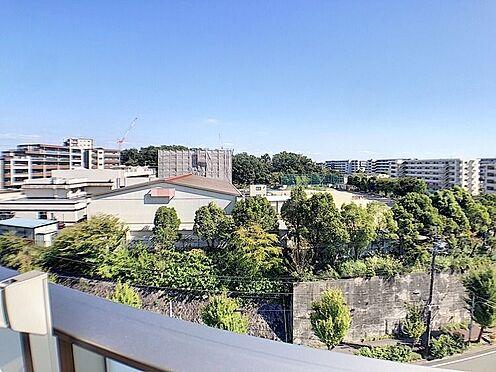 中古マンション-名古屋市緑区鳴子町2丁目 南側バルコニーに写る鳴子小学校は徒歩約3分!親御様もご安心ですね。