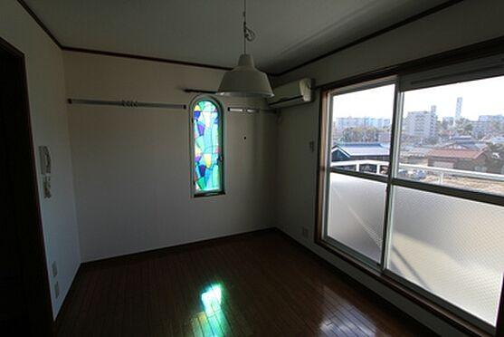 マンション(建物全部)-箕面市粟生間谷西3丁目 角部屋の居室です。