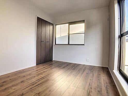 中古一戸建て-福岡市早良区飯倉4丁目 バルコニーに面した洋室2です。