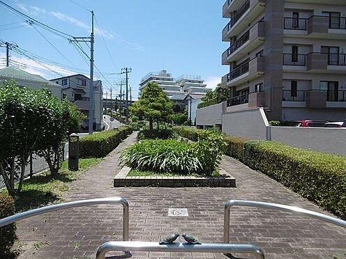 中古マンション-多摩市永山1丁目 瓜生緑地まで続く瓜生せせらぎ散歩道です。