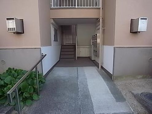 マンション(建物一部)-神戸市垂水区青山台4丁目 きちんと清掃されたエントランス。